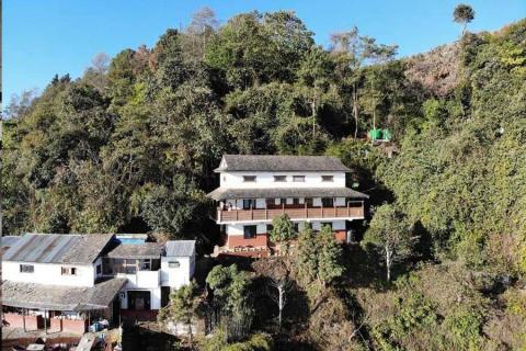 How to get Everest Manla Resort